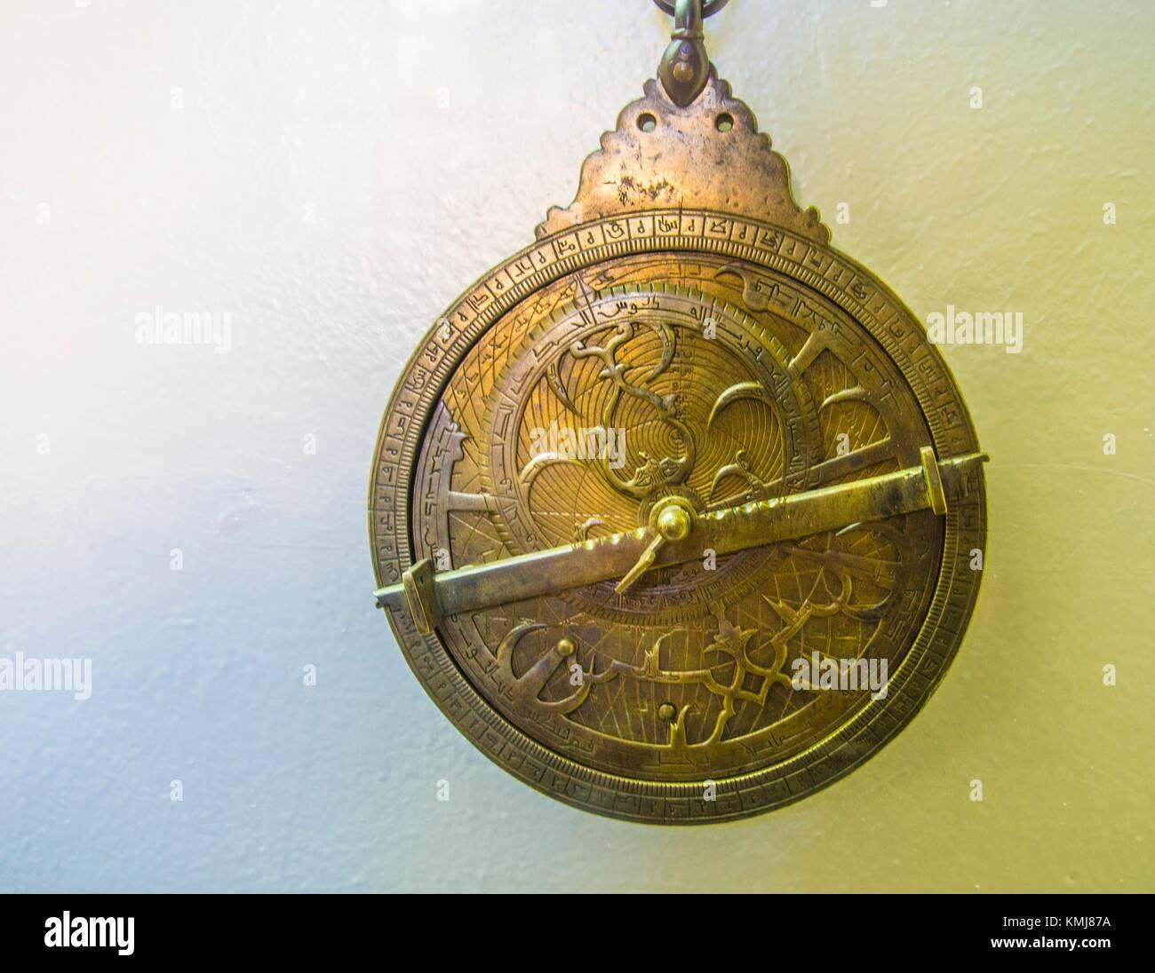 Morocco, Fes, Astrolabe,planisphérique (Laiton gravé). Med.b. Omar b. Jaafar al Karmani (1362- Hegir.714) - Stock Image