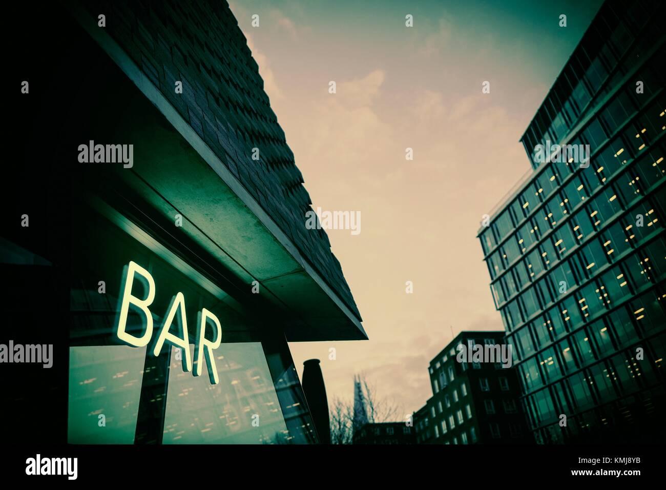 Tate modern bar stock photos tate modern bar stock - Fachadas de bares modernos ...