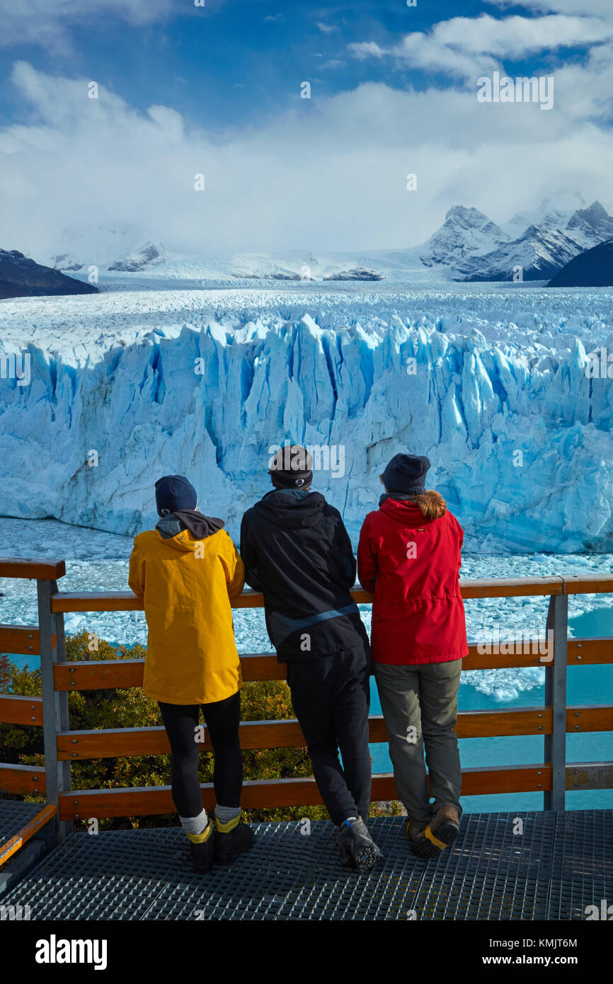Tourists on walkway and Perito Moreno Glacier, Parque Nacional Los Glaciares (World Heritage Area), Patagonia, Argentina, Stock Photo