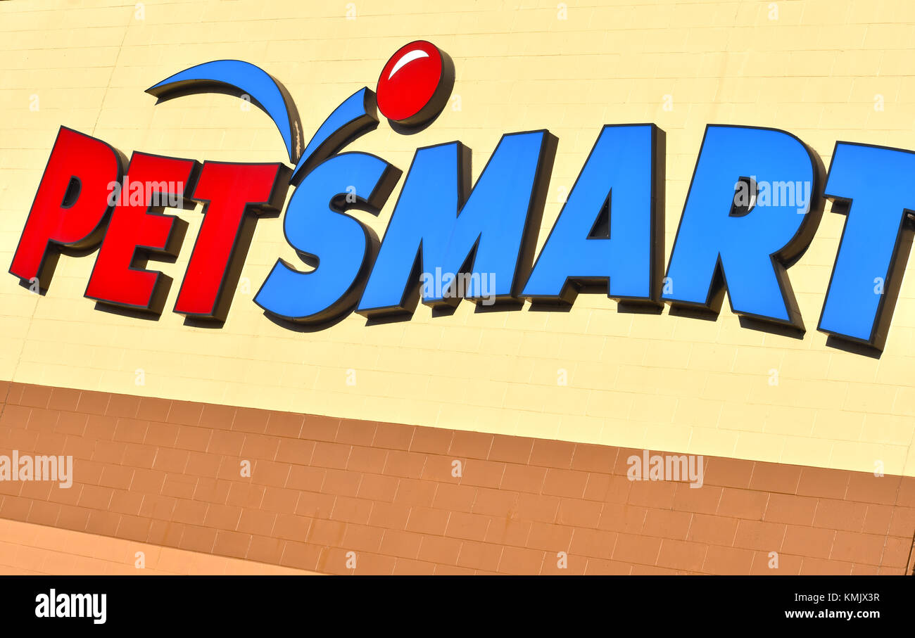 Petsmart store in Bellingham, Washington, USA.  Petsmart is a retail pet food and supplies store. - Stock Image