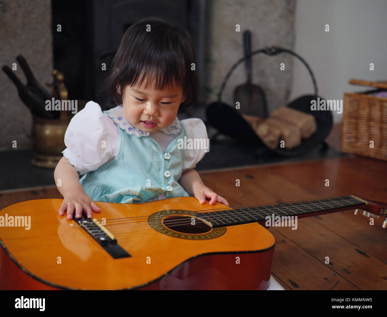 baby girl play guitar at home Stock Photo: 167642641 - Alamy