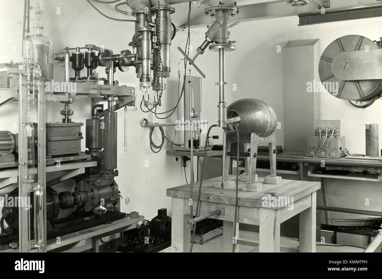 Scientific laboratory, Italy 1930s - Stock Image
