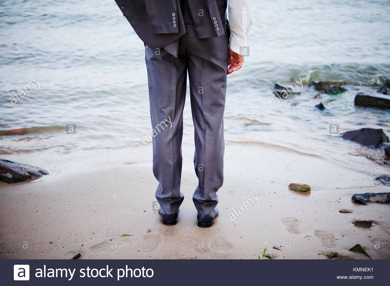 suit; wedding; dressed; man; male; fashion; fashionable; beach; dress code - Stock Image