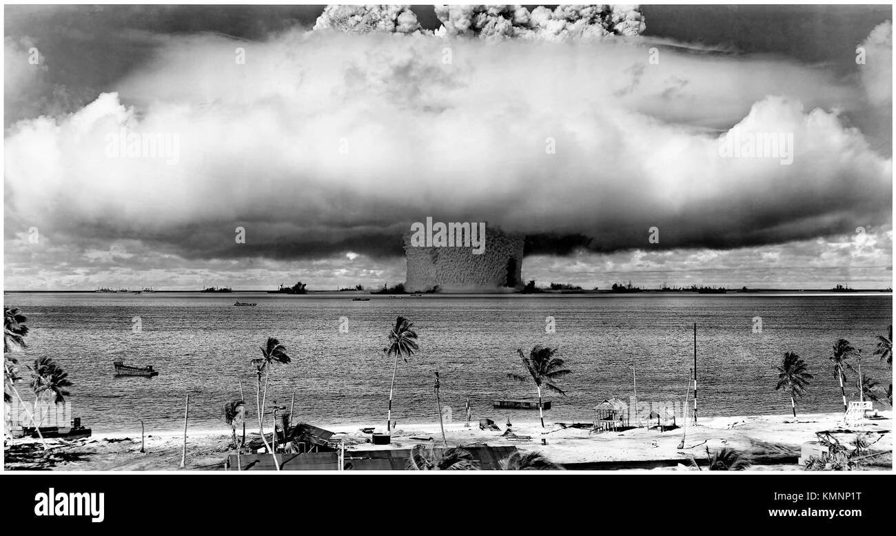 Operation Crossroads, Test Baker 25 July 1946, the 21-kiloton Helen of Bikini nuclear bomb detonates 27 meters underwater - Stock Image