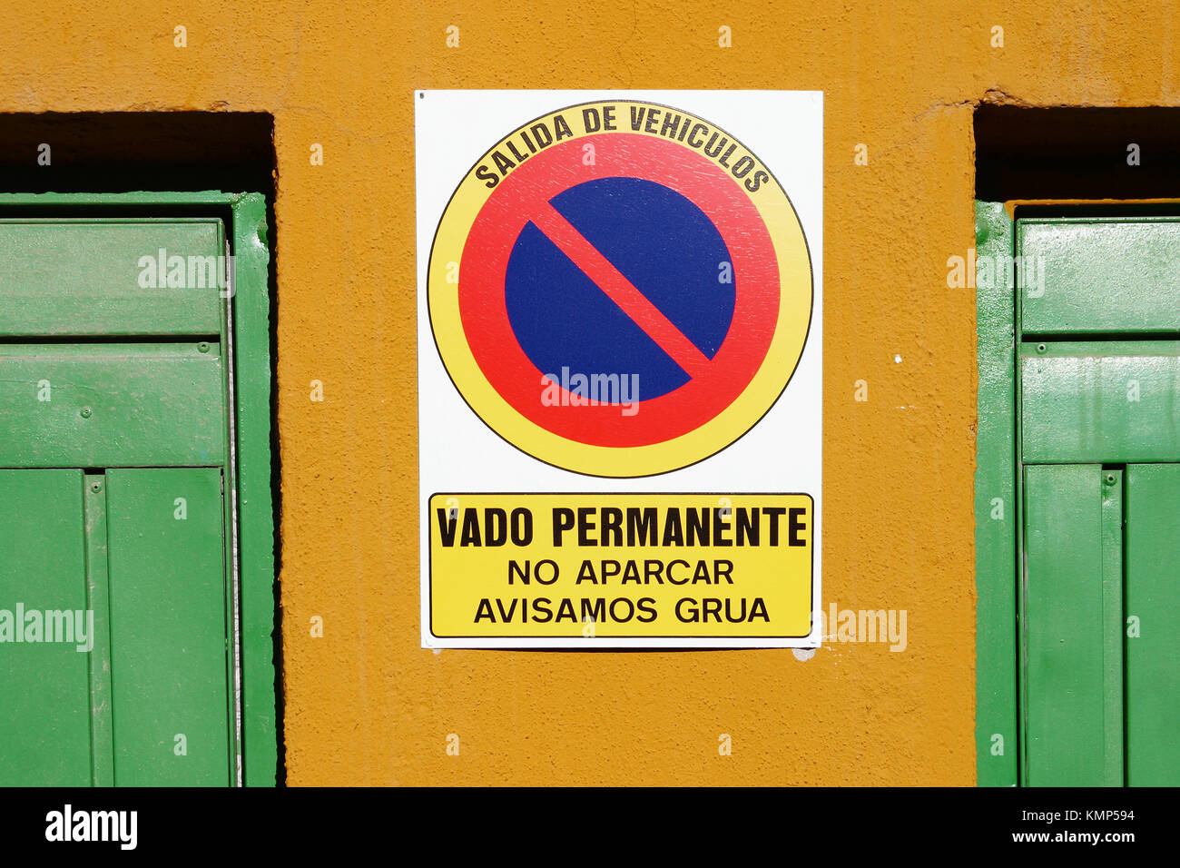 Sign in Spanish advising Vehicle Exit and No Parking or