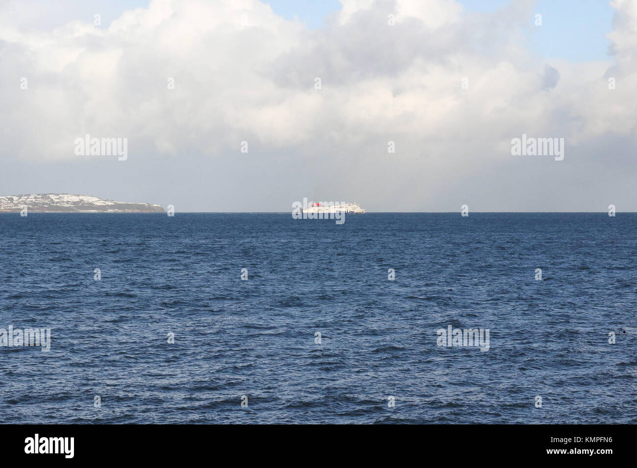 County Down Northern Ireland, UK. 08th Dec, 2017. UK weather - heavy snow showers and some sunshine across Northern - Stock Image