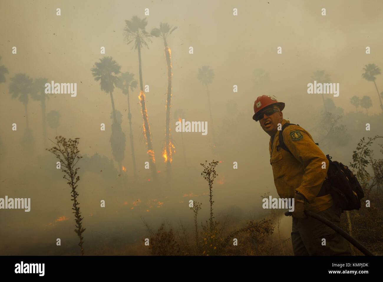 Bonsall, CA, USA. 7th Dec, 2017. Firefighters battle the Lilac Fire on Thursday, December 7, 2017 near Bonsall in - Stock Image