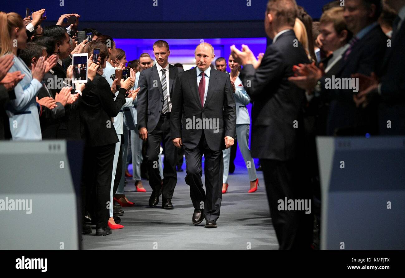 Sabetta, Russia. 08th Dec, 2017. Russian President Vladimir Putin, center, is applauded on arrival for the official - Stock Image