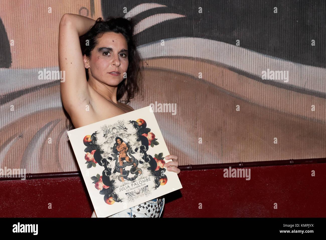 Paris, France. 6th Dec, 2017. Julia Palombe performs at La Boule noire for the release of her new album 'La - Stock Image