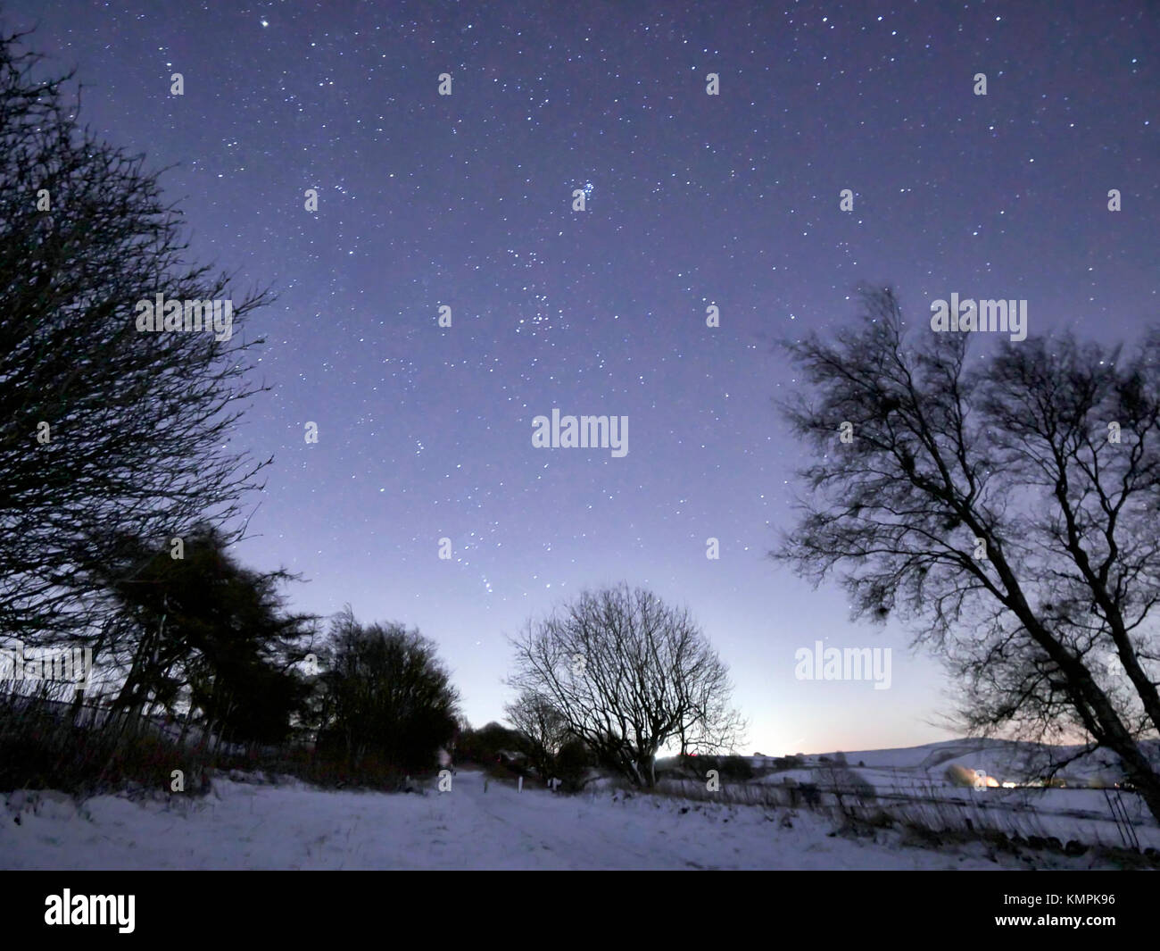 Peak District National Park, Derbyshire, UK. 8th December, 2017. UK Weather: Astrophotography of laying snow on - Stock Image
