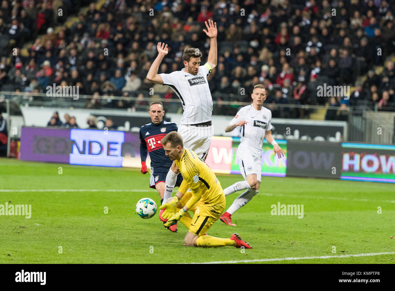 Frankfurt, Germany. 9th December, 2017. David Abraham (Eintracht Frankfurt #19), Lukas Hradecky, Torwart (Eintracht - Stock Image