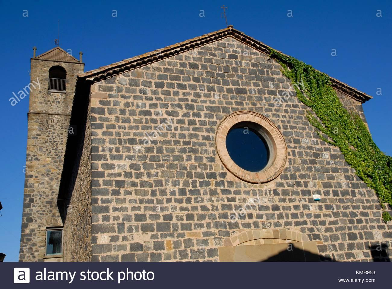 church in Castellfollit de la Roca, Parque Natural de la Zona Volcánica de la Garrotxa, Girona, Cataluña, Spain Stock Photo