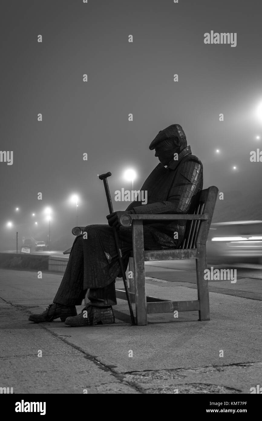 Freddie Gilroy Statue in the mist, Scarborough, North Yorkshire - Stock Image