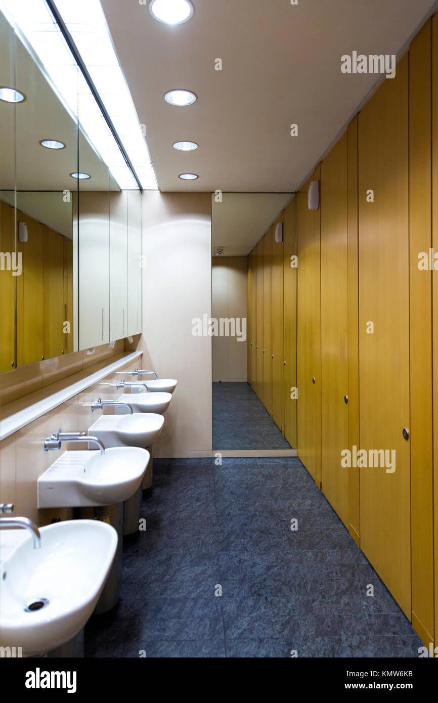 Modern office bathroom - Stock Image