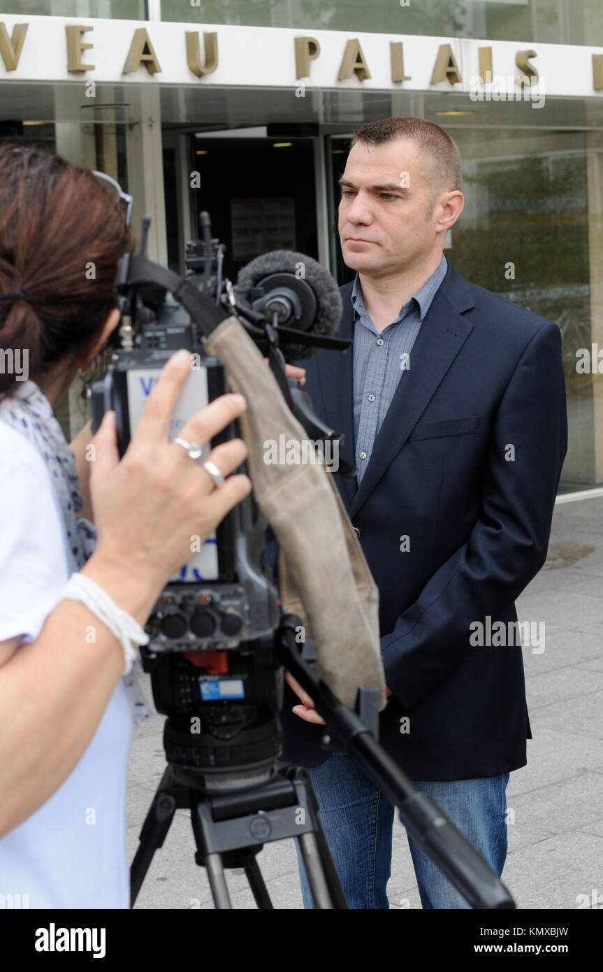 Lawyer Andre Versini accompanies accused police officers at Lyons Court, France - Stock Image