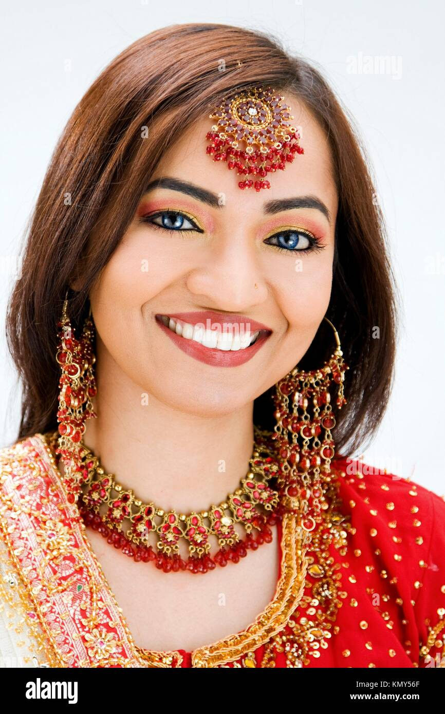 Beautiful Bangali bride in colorful dress, isolated - Stock Image