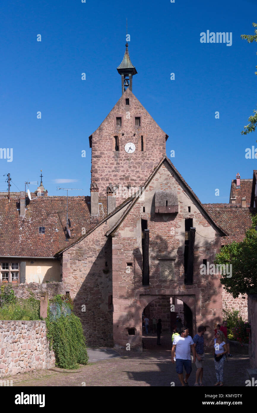 The Obertor (upper gate) into Riquewihr, a popular tourist destination on the Route des Vins in Alsace - Stock Image
