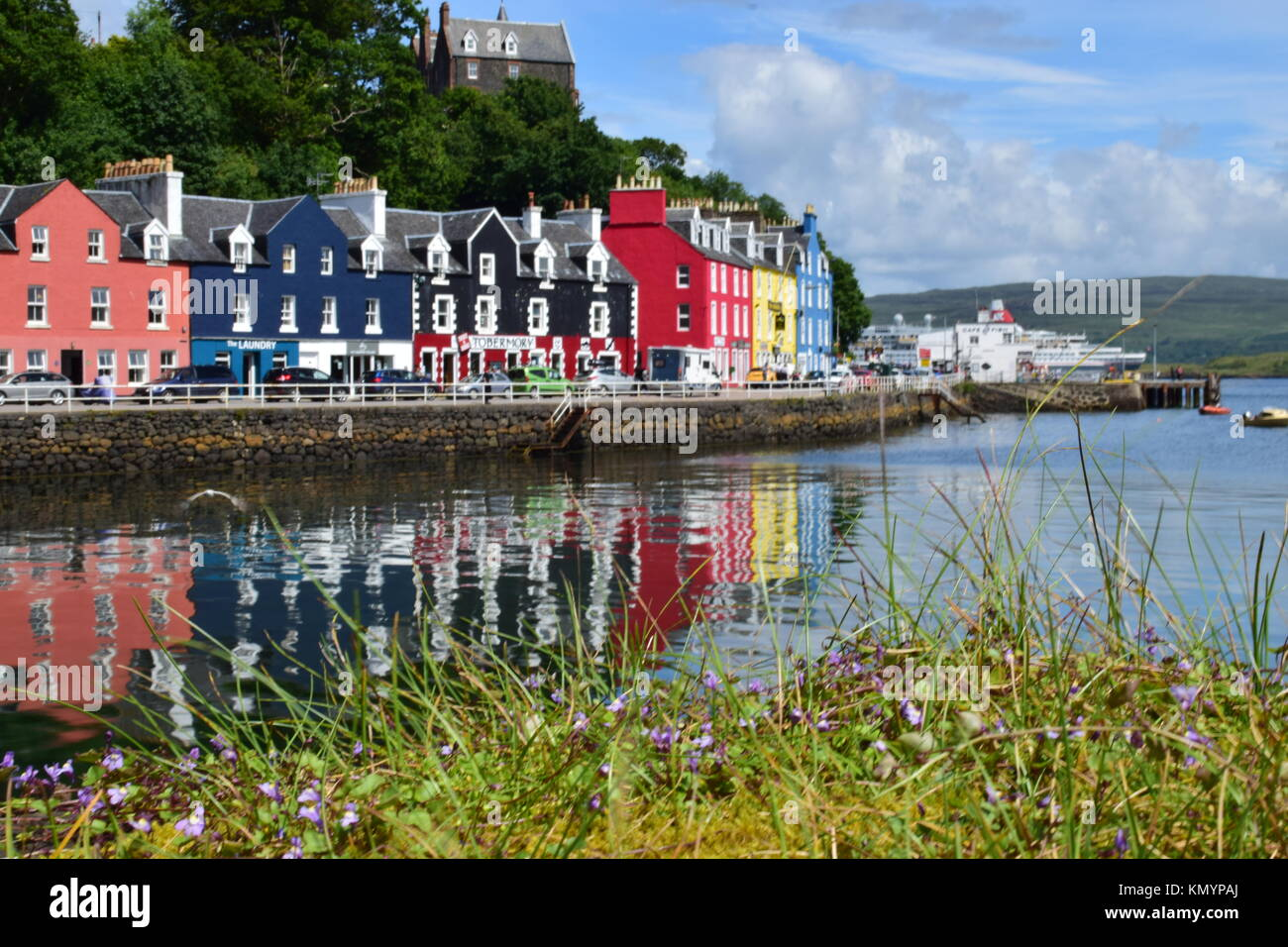 Colourful Cottages by the harbour at Tobermory, Isle of Mull, Scotland, Scotland - Stock Image