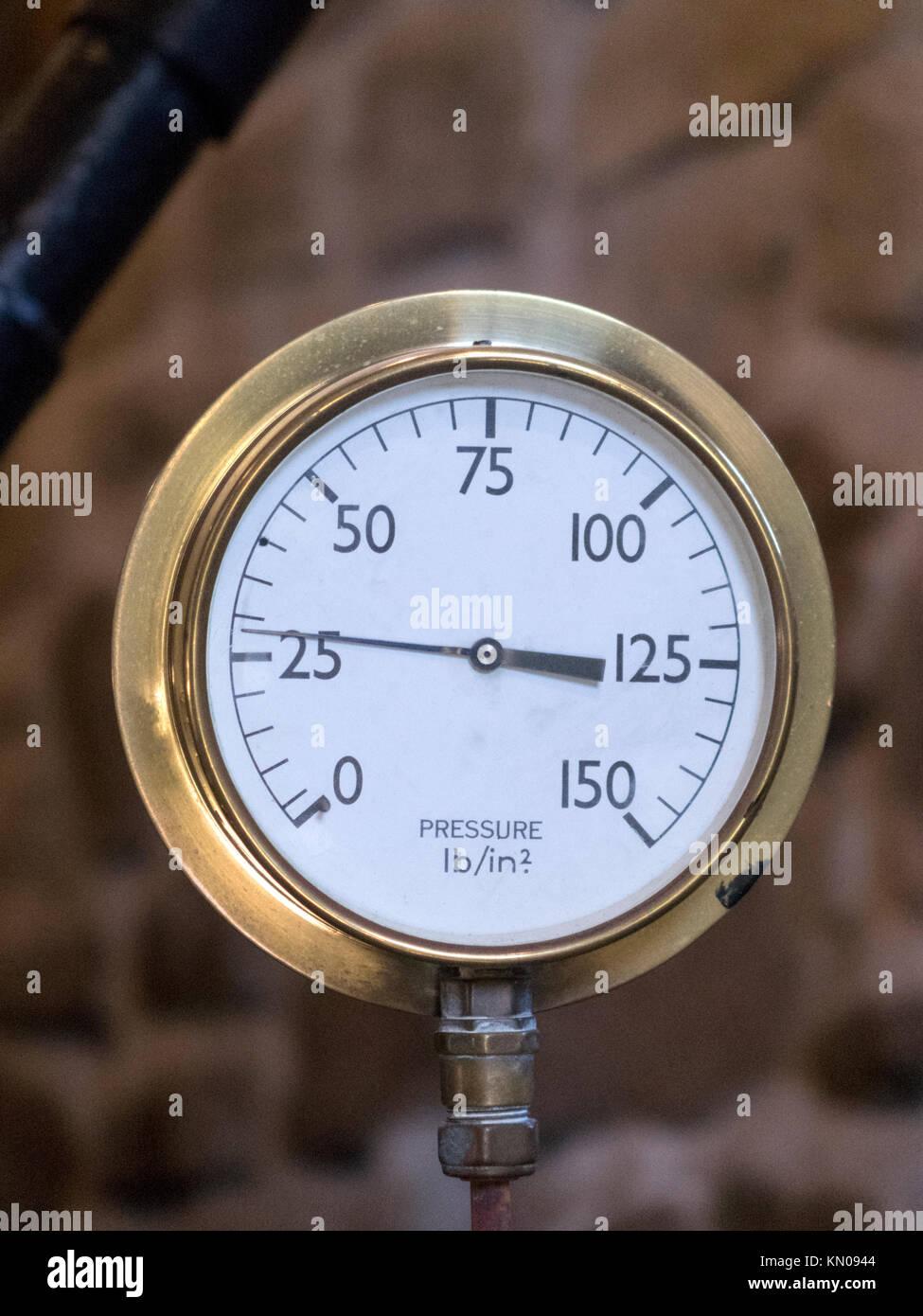 Brass Industrial Steam Pressure Gauge in Imperial Measurements - Stock Image