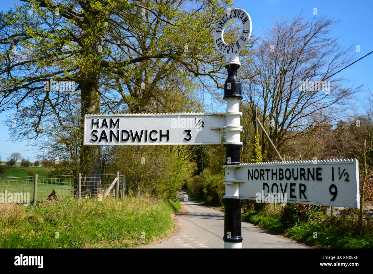 Old Fashioned Signpost High Resolution Stock Photography and Images - Alamy