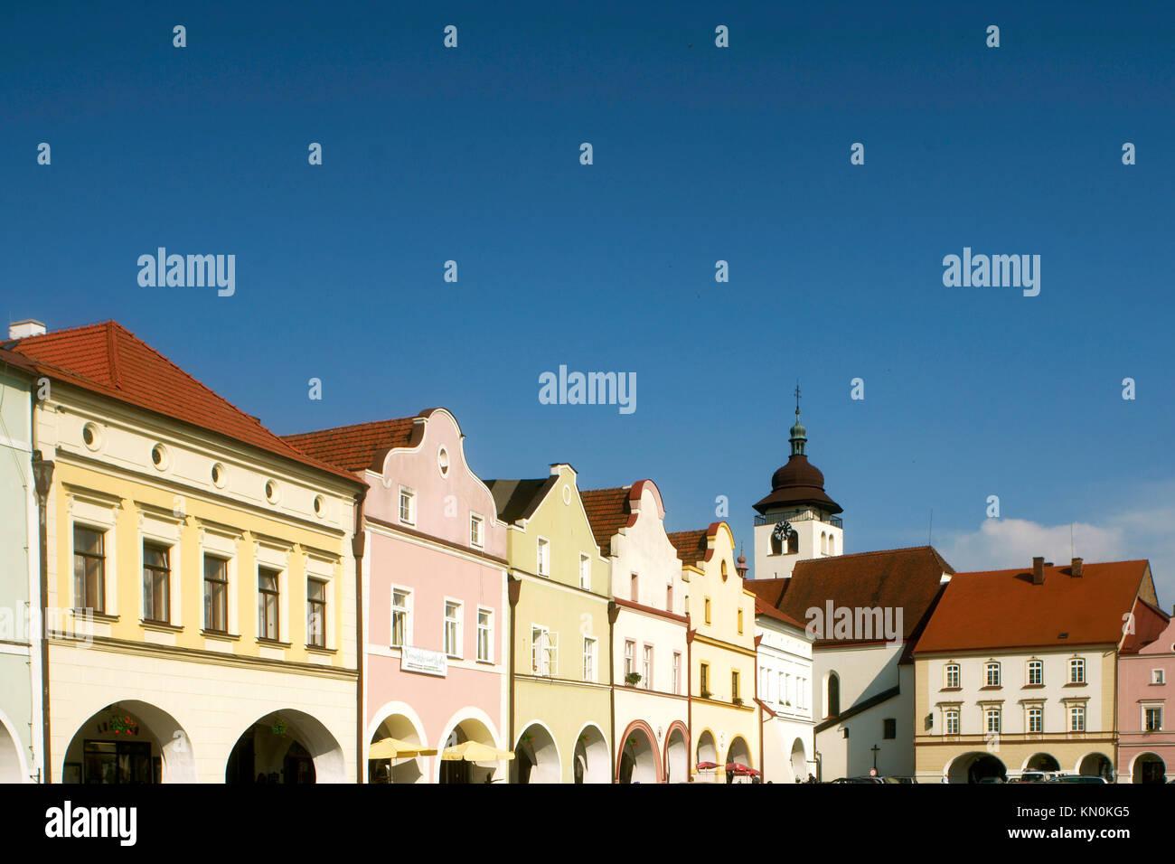 Tschechien, Ostböhmen, Nove Mesto nad Metuji: Häuser am Hauptplatz von Nove Mesto. Stock Photo