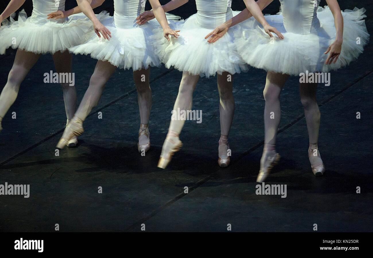 Ballet dancers performing Swan Lake  Crossed hand choreography - Stock Image
