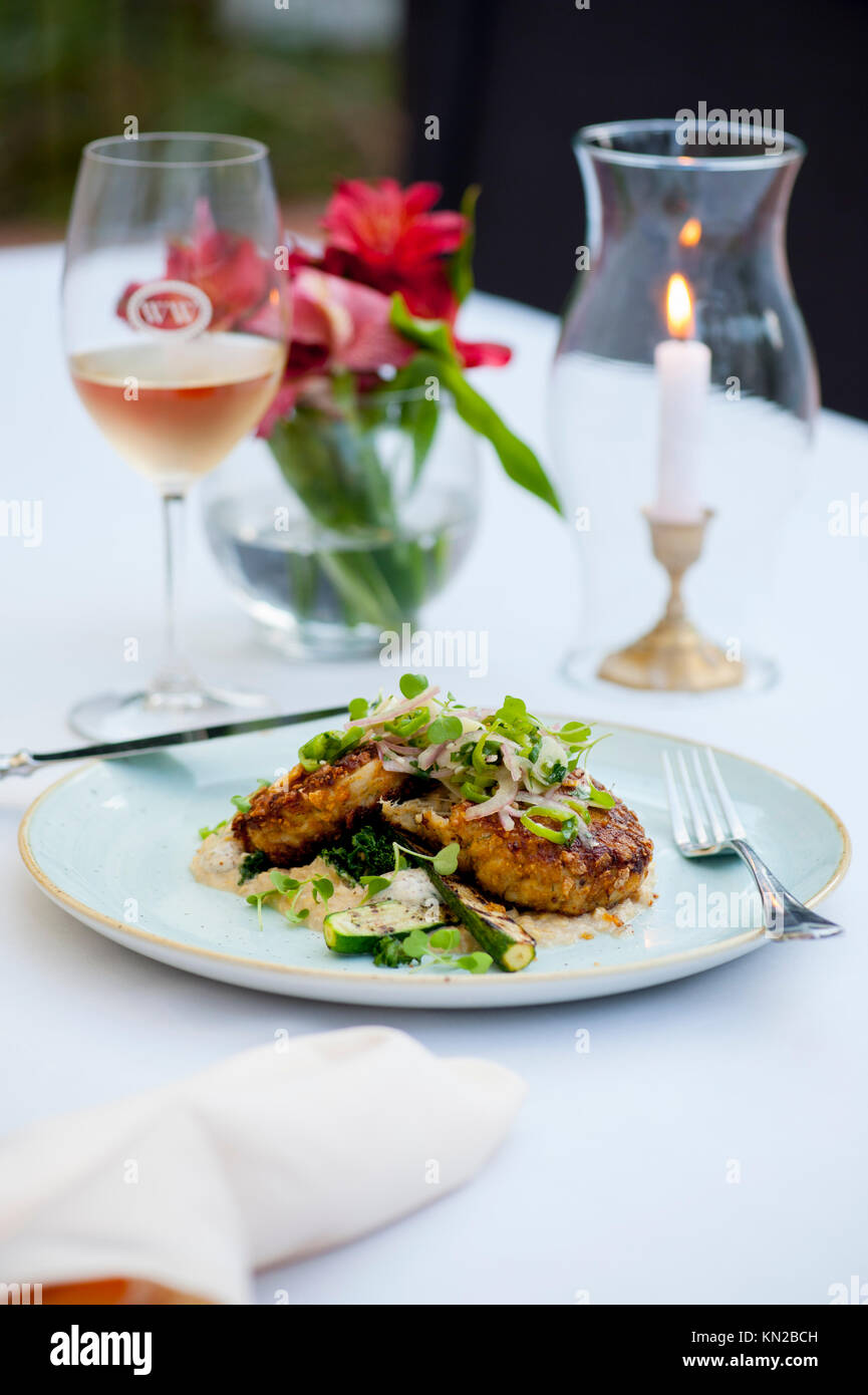 USA Virginia VA Williamsburg Winery Cafe Provencal fine dining elegant food Chesapeake Bay crab cakes - Stock Image