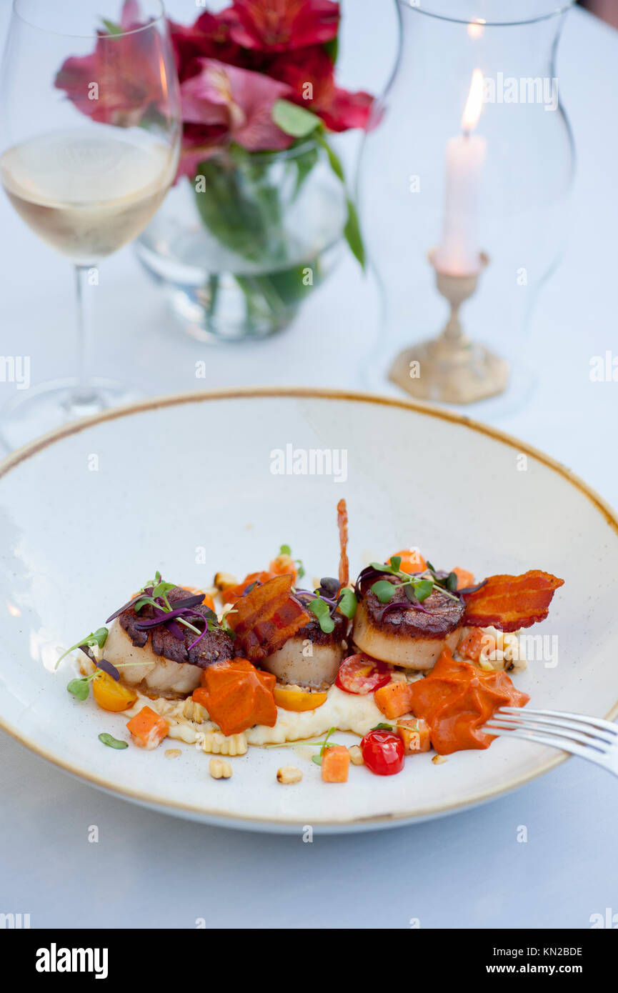 USA Virginia VA Williamsburg Winery Cafe Provencal Seared Scallops with grits sweet potato and bacon - Stock Image