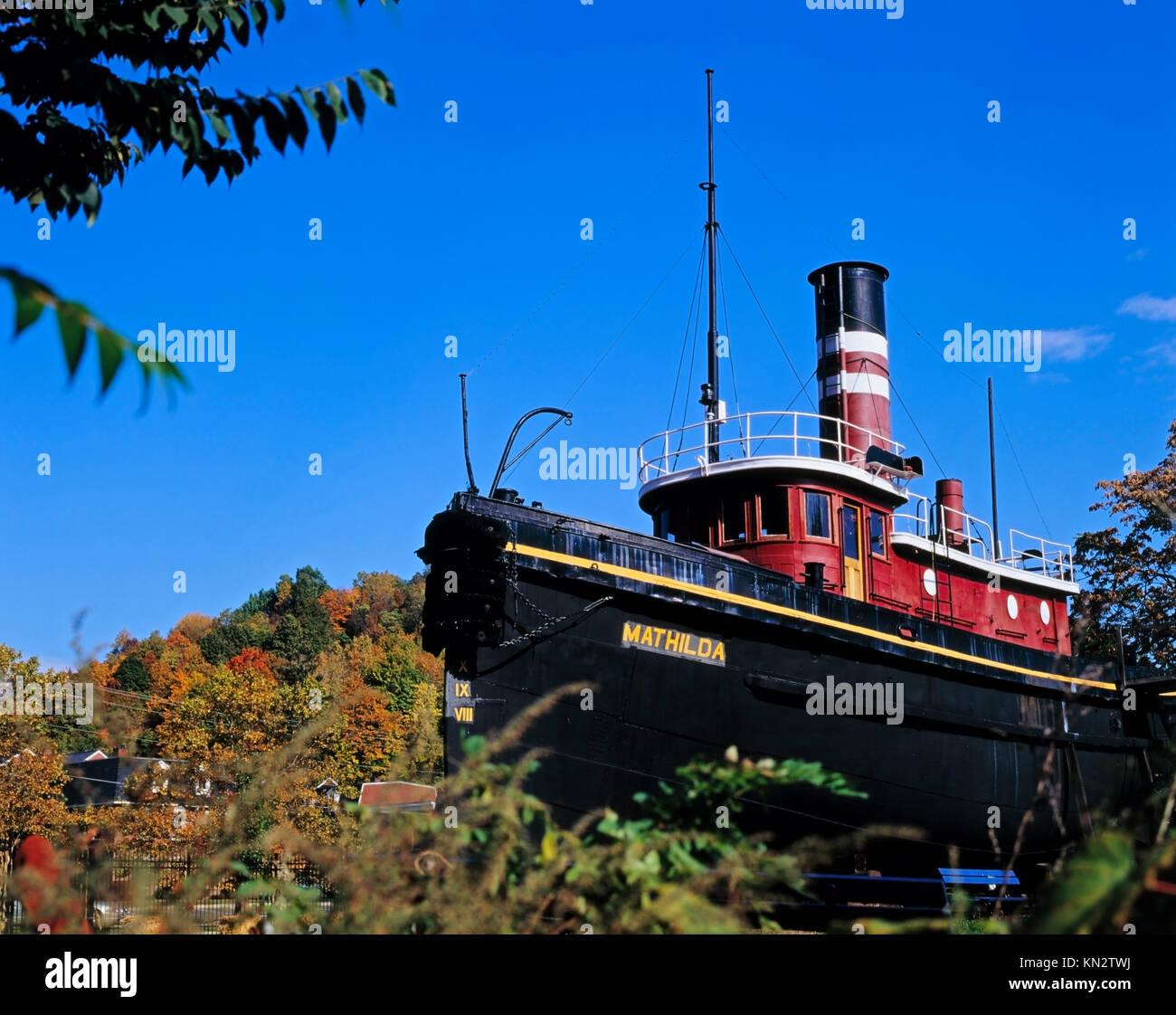 Hudson River Cruises Kingston Ny: Classic Tug Boat Stock Photos & Classic Tug Boat Stock