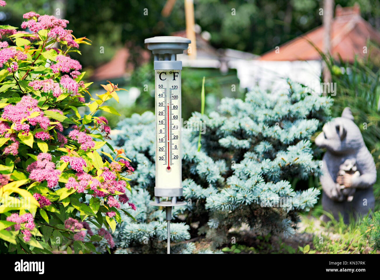 Outdoor Thermometer Stock Photos & Outdoor Thermometer Stock Images ...