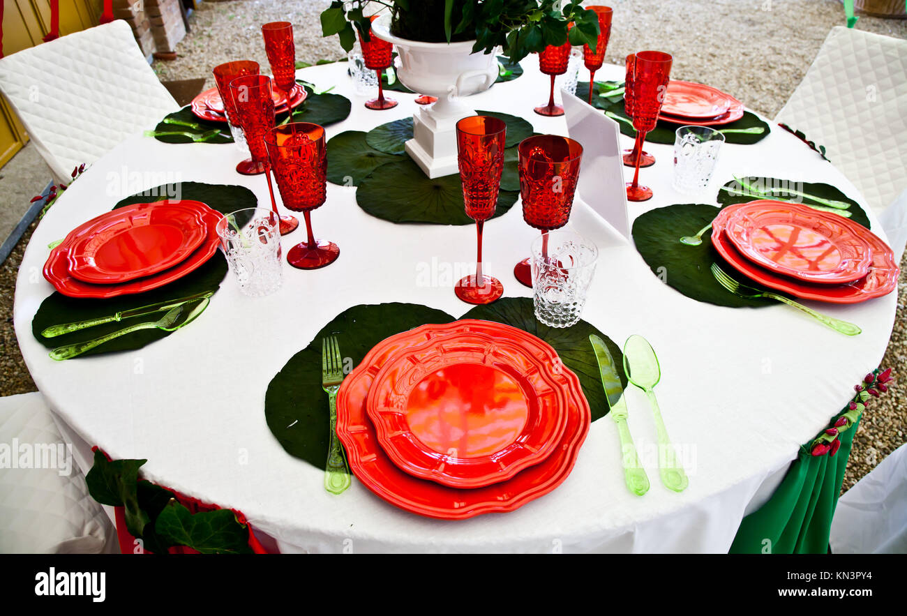A table setup with Italian flag colours: gree, white and red. - Stock Image