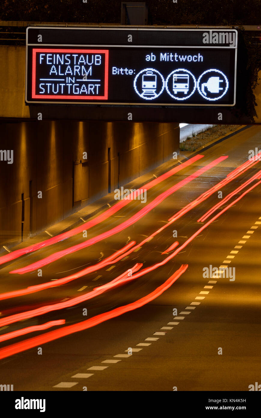 Information sign fine particles alarm on highway, light traces, Stuttgart, Baden-Württemberg, Germany - Stock Image