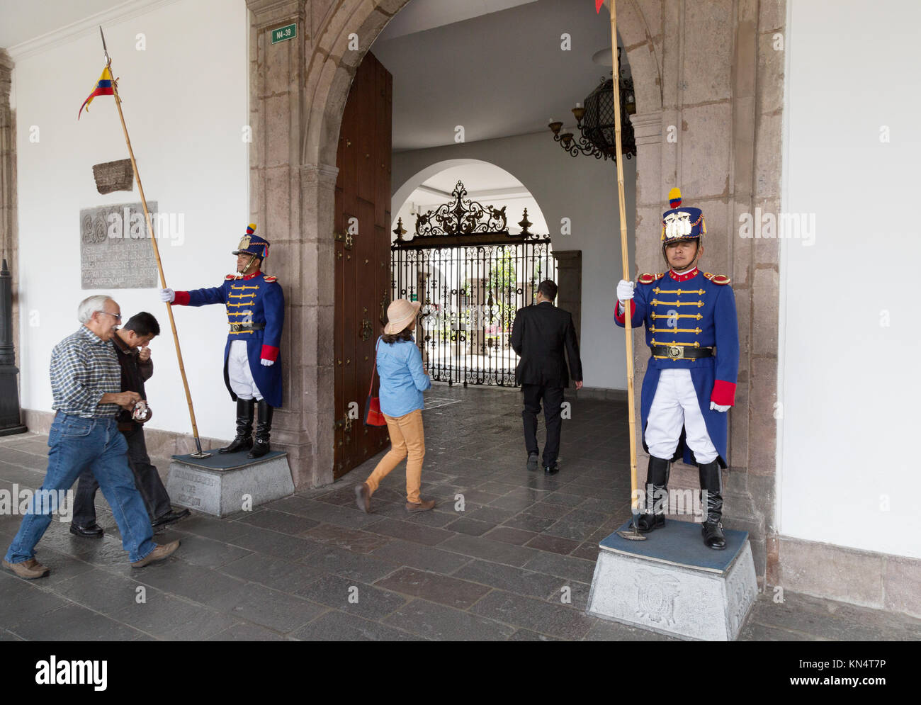 Quito Presidential Palace, - tourists entering past the palace guards, Plaza Grande, Quito, Ecuador South America - Stock Image
