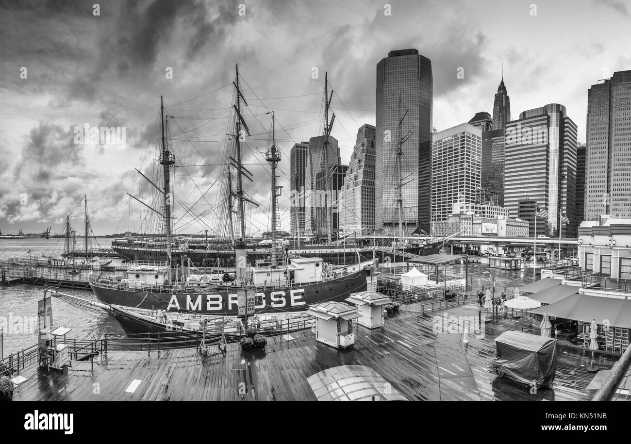 NEW YORK CITY: South Street Seaport and Pier 17 in Lower Manhattan. The area includes modern tourist malls featuring - Stock Image