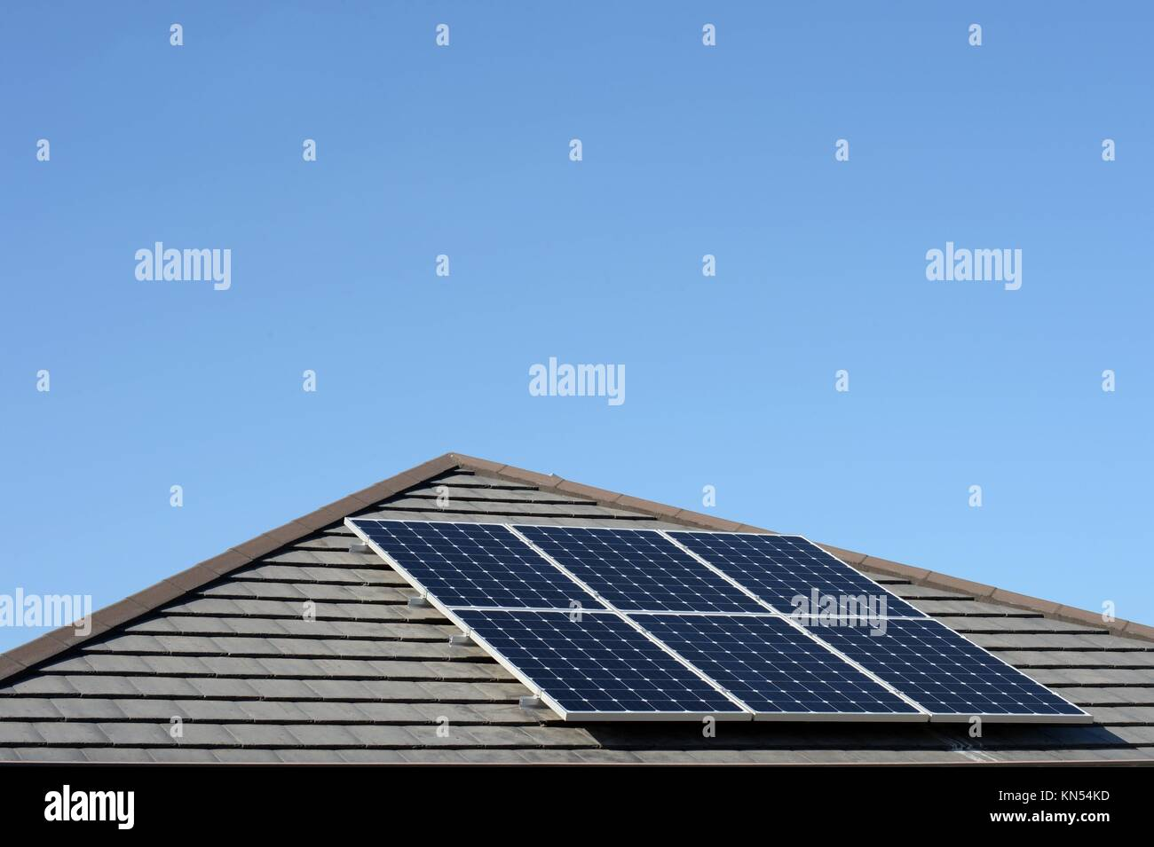A shot of solar panels of a tiled roof Stock Photo: 167914529 - Alamy