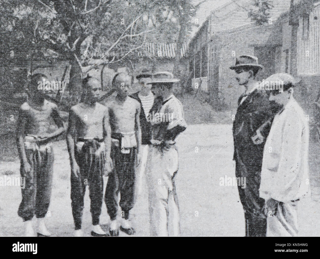 Boxer Rebellion 1900, Interrogation of Chinese prisoners, Picture from the French weekly newspaper l'Illustration, - Stock Image