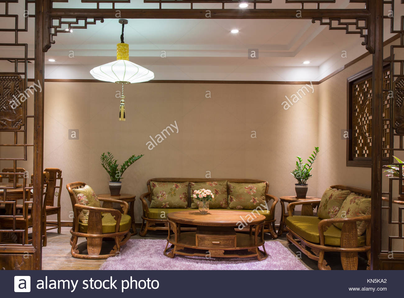 Modern Chinese red wood furniture Stock Photo: 167926026 - Alamy
