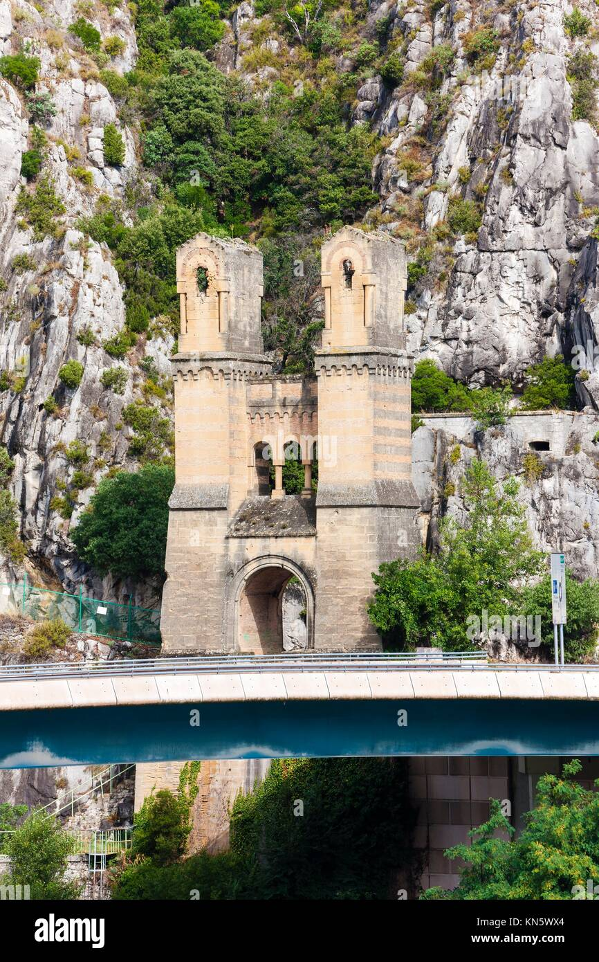 Pont Mirabeau over Durance River, Provence, France. - Stock Image