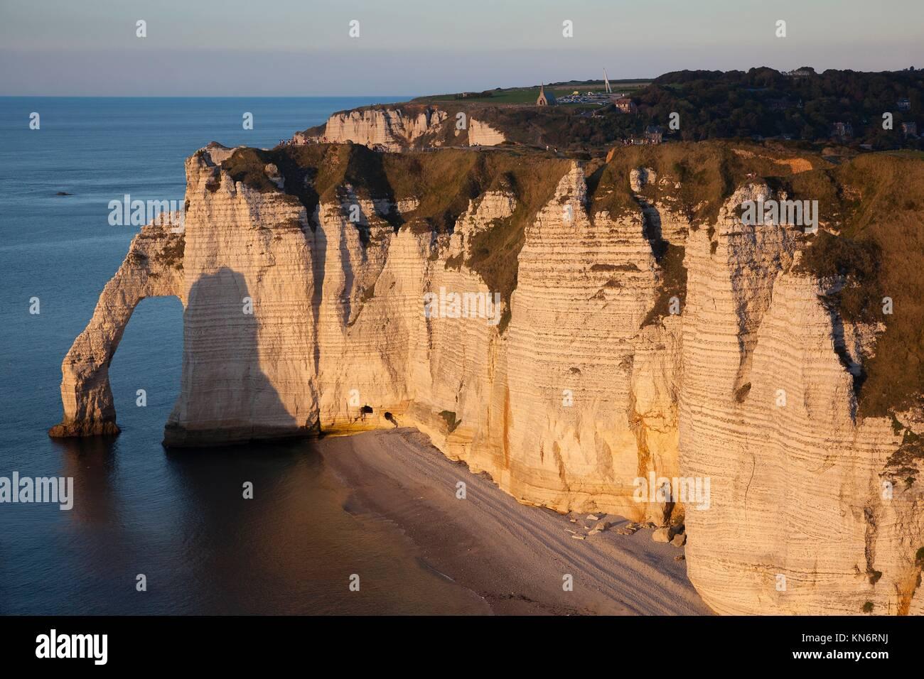 Aval cliff, Etretat, Cote d'Albatre, Pays de Caux, Seine-Maritime department, Upper Normandy region, France. - Stock Image