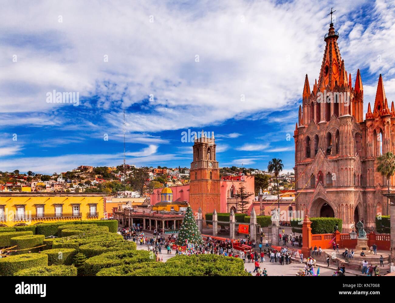 Parroquia Archangel church Jardin Town Square San Miguel de Allende, Mexico. Parroaguia created in 1600s.. - Stock Image