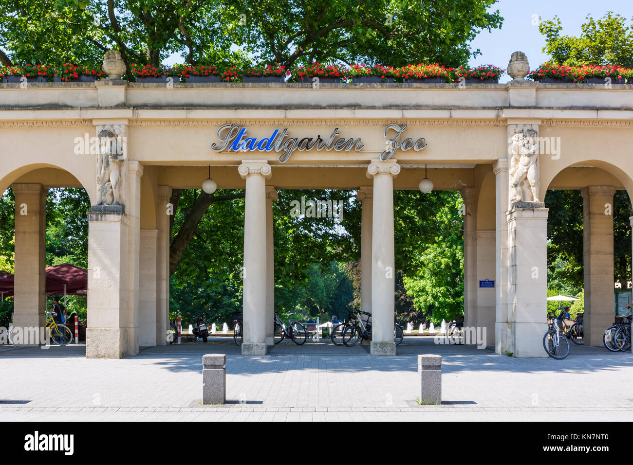 Foyer Luxury Zoo : Karlsruhe zoo stock photos images