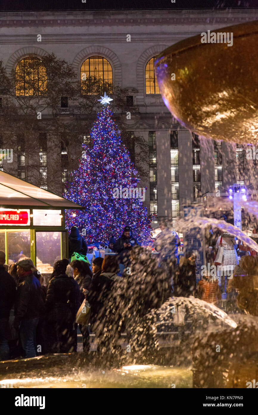 bank of america winter village at bryant park new york city usa stock - Bank Of America Christmas Eve Hours