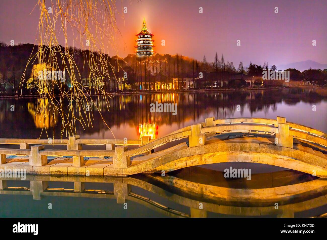 Pagoda And Bridge Stock Photos & Pagoda And Bridge Stock Images - Alamy