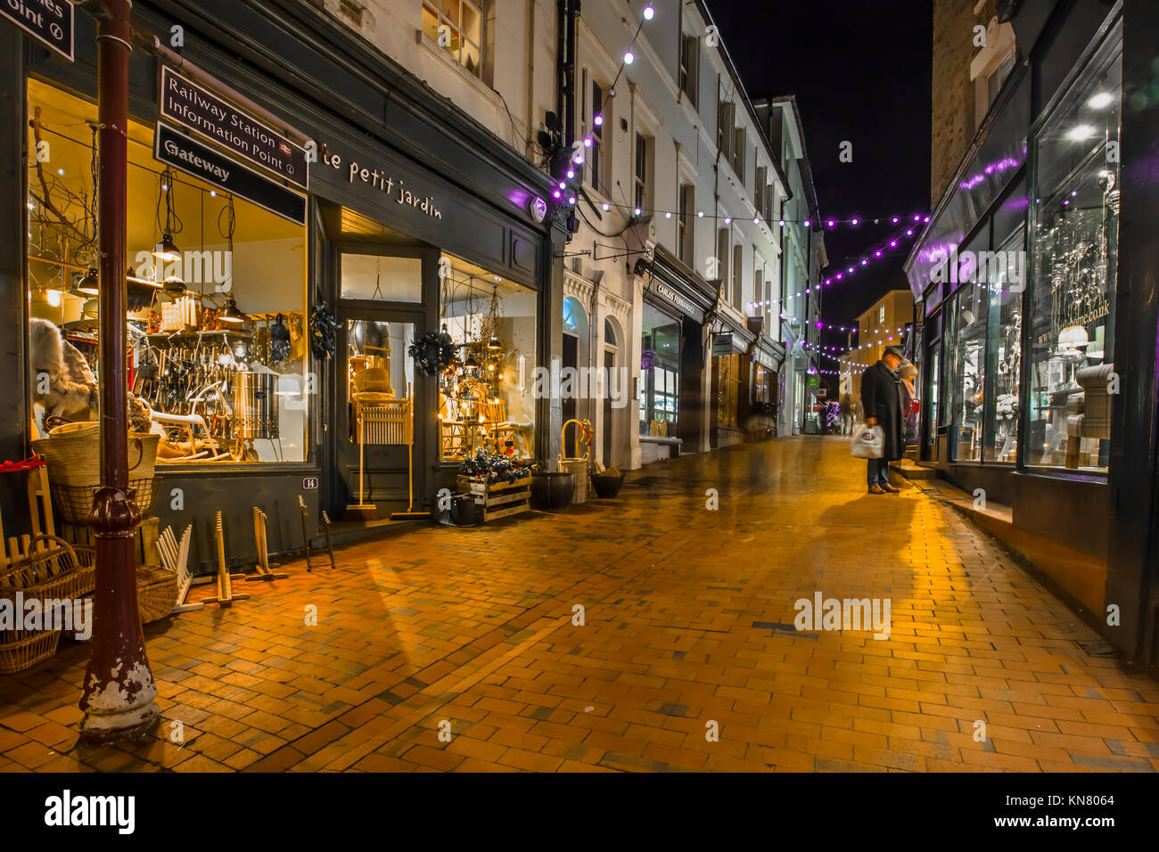 Chapel Place Royal Tunbridge Wells picturesque pedestrianised shopping  with independent artisan shops with red - Stock Image