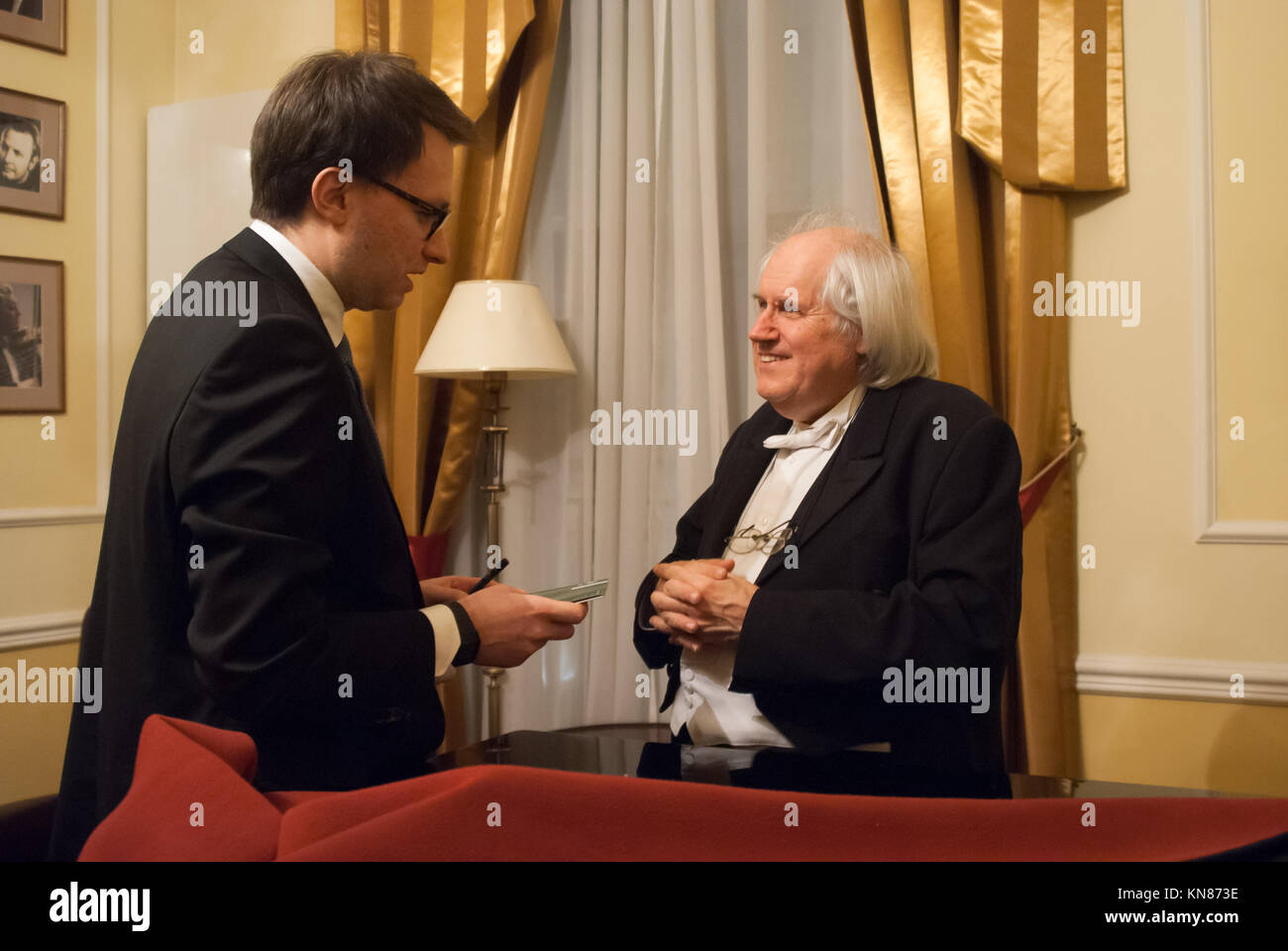 Warsaw, Poland. 10th Dec, 2017. Recognized as a the best living pianist - Grigory Sokolov talks with fans after - Stock Image