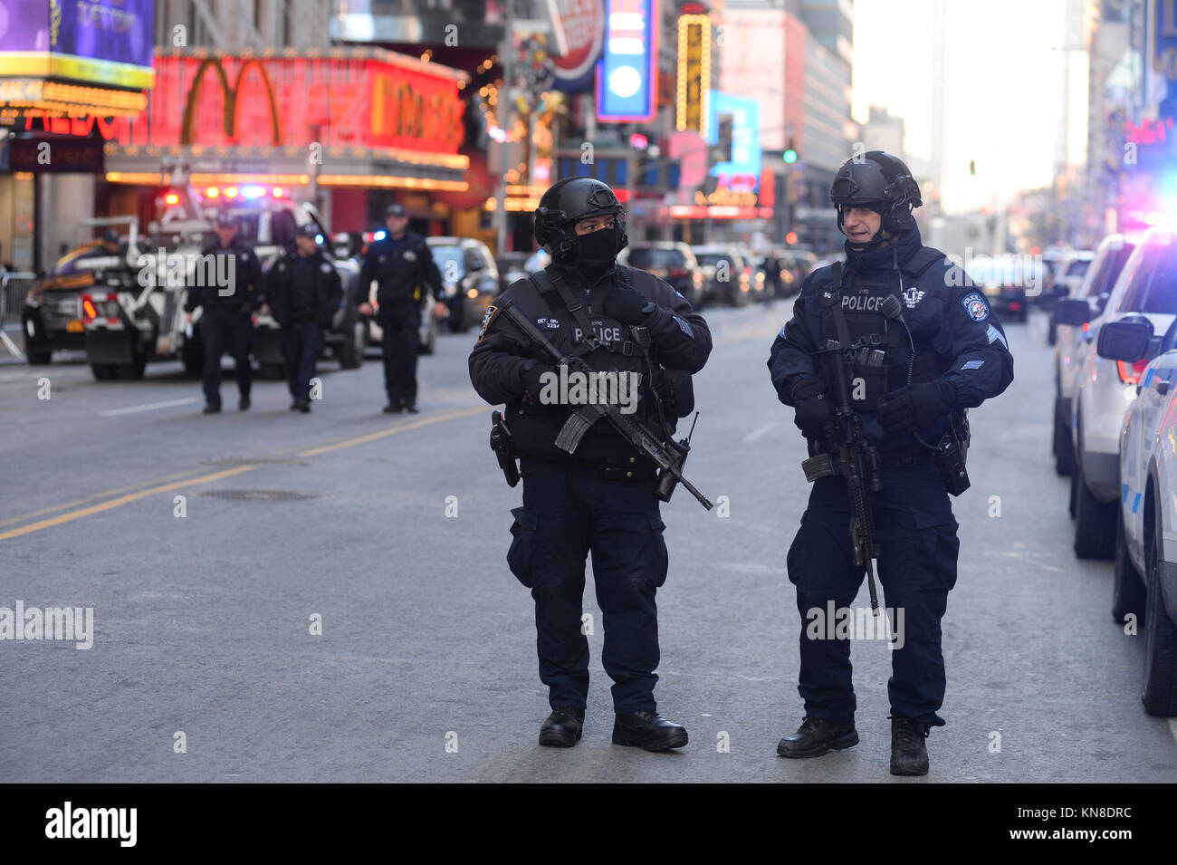 New York, USA. 11th December, 2017. Law enforcement outside the Port Authority Bus Terminal after reports of an Stock Photo