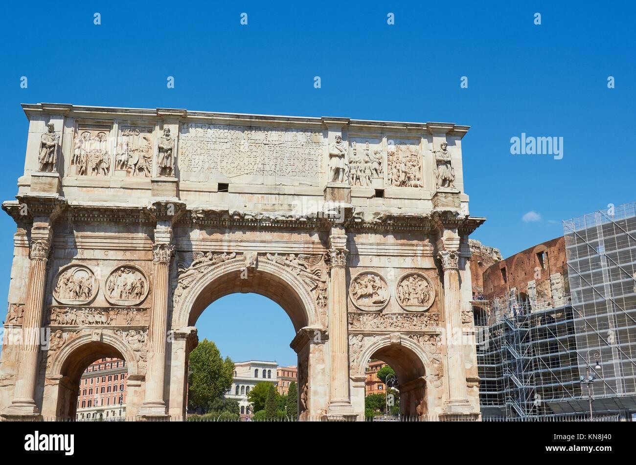 Arch of Constantine (Arco Di Costantino) and the Colosseum, Rome, Lazio, Italy, Europe. - Stock Image