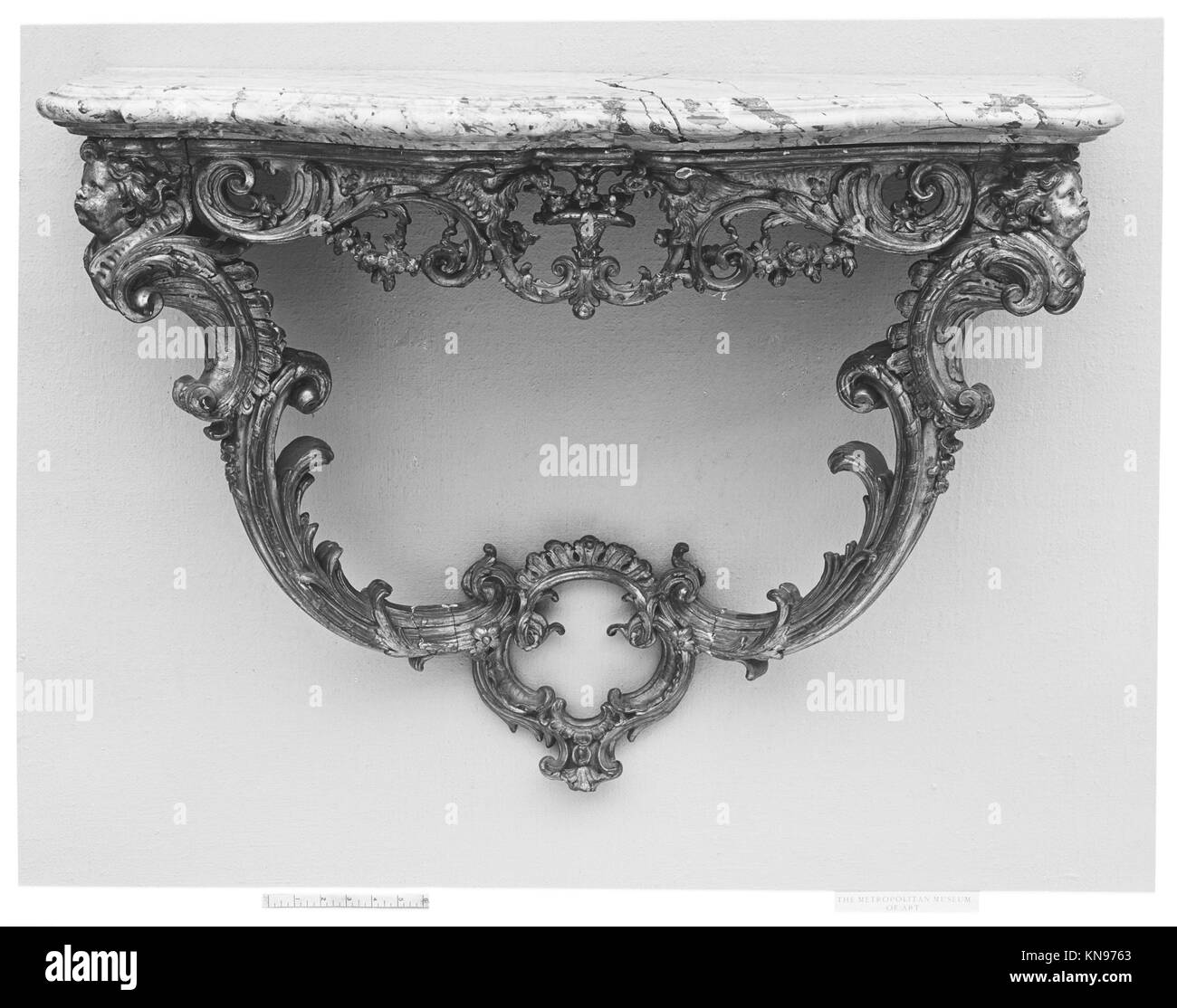 Console table MET 4325 Console table MET 4325 /189466 French, Console table, 18th century, Carved and gilded oak; - Stock Image