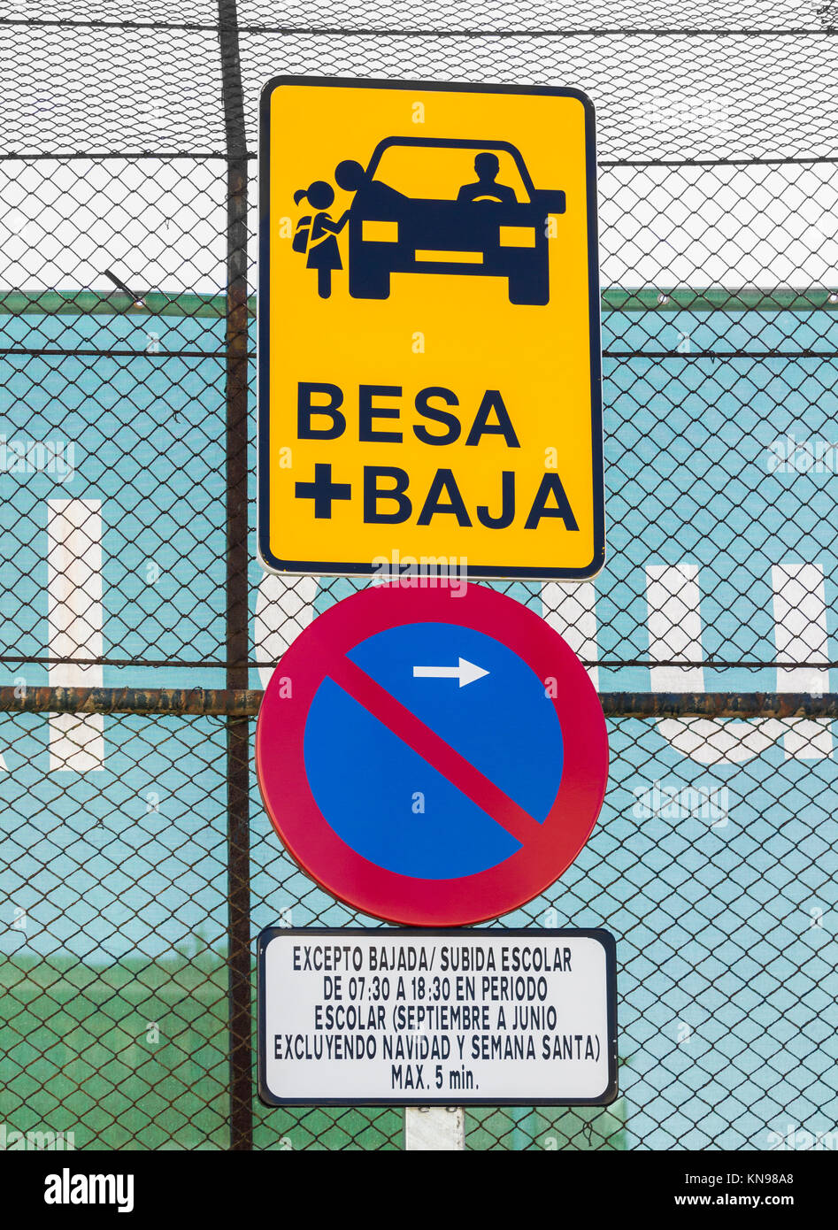 Besa + Baja (kiss and drop off) zone for parents dropping off children outside school in Spain. Stock Photo