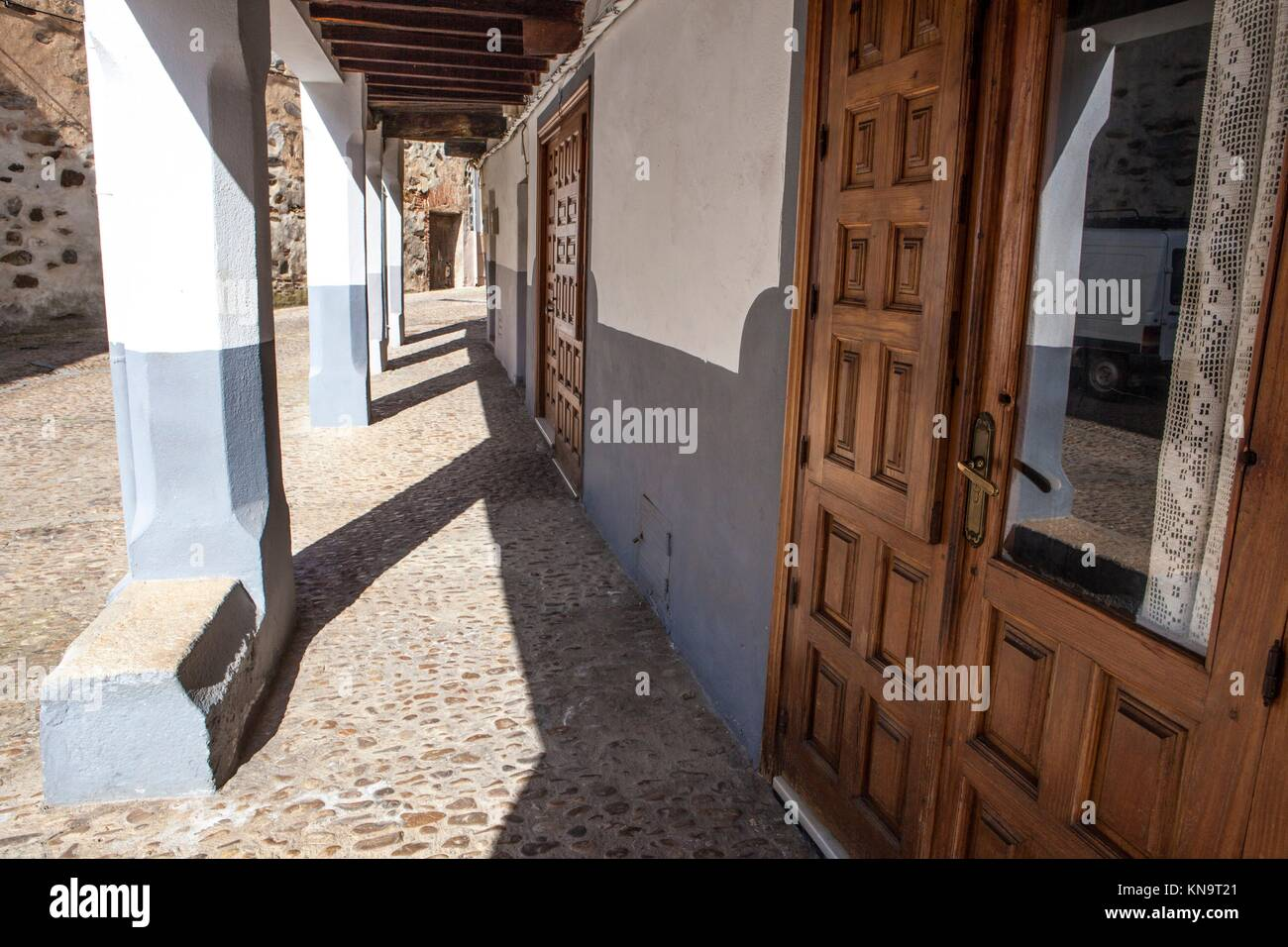 Guadalupe old town arcaded streets, Caceres, Extremadura, Spain. - Stock Image